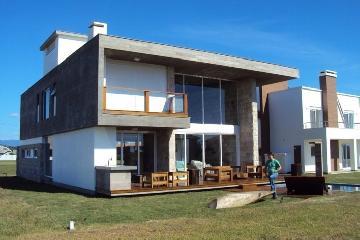 Alugar Casa / Condomínio Sobrado em Pradópolis. apenas R$ 1.500,00